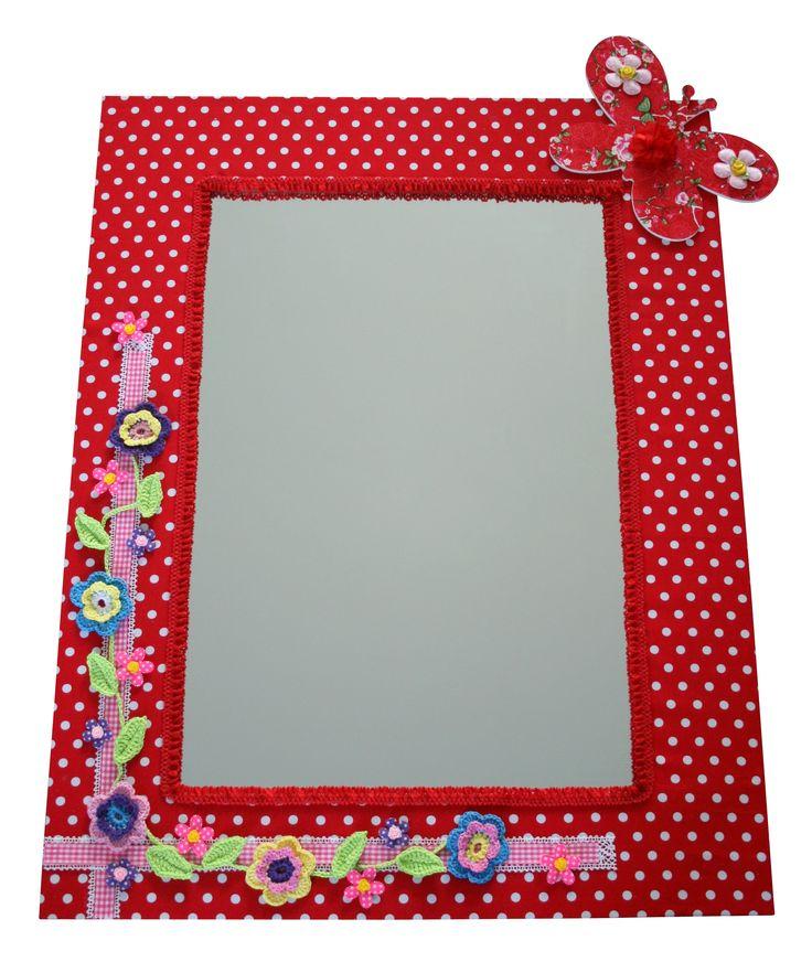 Handgemaakte rode spiegel voor in een meidenkamer. Voor nog meer te gekke spiegels: www.kids-ware.nl #kinderkamer #decoratie