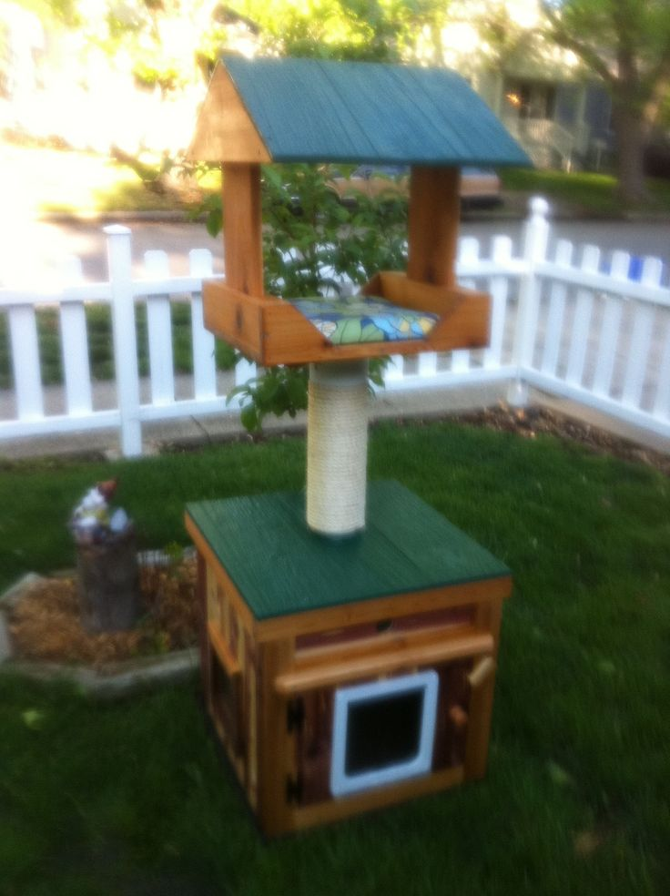 Heated Outdoor cat house with heated loft