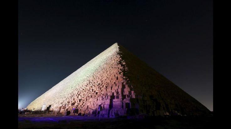 Escalou Grande Pirâmide de Gizé sem autorização. Imagens são brutais