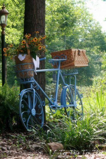 Bicycle basket planter ~ via TopThisTopThat