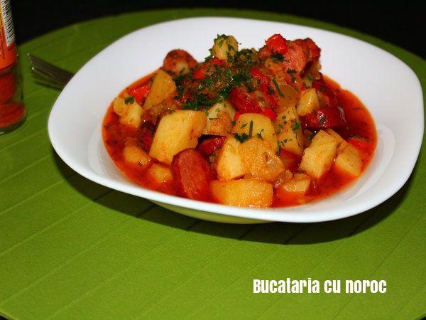 Mancare de cartofi cu carnati - Bucataria cu noroc