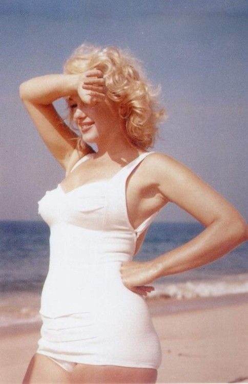 Marilyn Monroe photographed by Sam Shaw, 1957.Marilyn Monroe. Blonde in the Pic.
