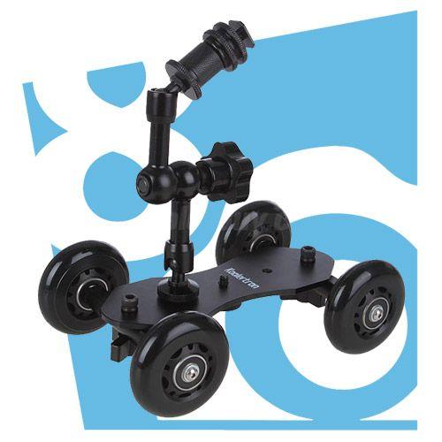 Kiralık Mini Table Dolly'den Pico Dolly Kamera Masa Dolly, küçük kameralar ve bir DSLR, aynasız veya nokta ve sürgün modeli gibi diğer video özellikli kamera ile dinamik çekimler yapmak için basit ve uygun fiyatlı bir doley.