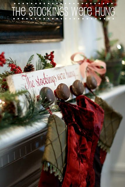 How stinkin cute is this stocking holder?!  Ingenious when you don't have a mantle