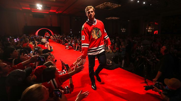 John Hayden walks down the red carpet at the Blackhawks Convention.