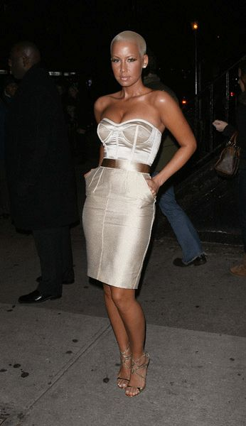 Loves Amber Rose and Her outfit is so cute wit the pencil skirt, gold belt.
