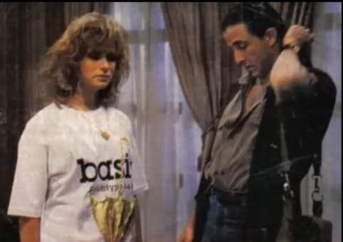 La Casa al Final de la Calle - En esta telenovela llena de misterio y secretos, Eduardo Palomo actuaba como Claudio Juarez. Producida por Televisa, esta novela se estrenó en 1989.