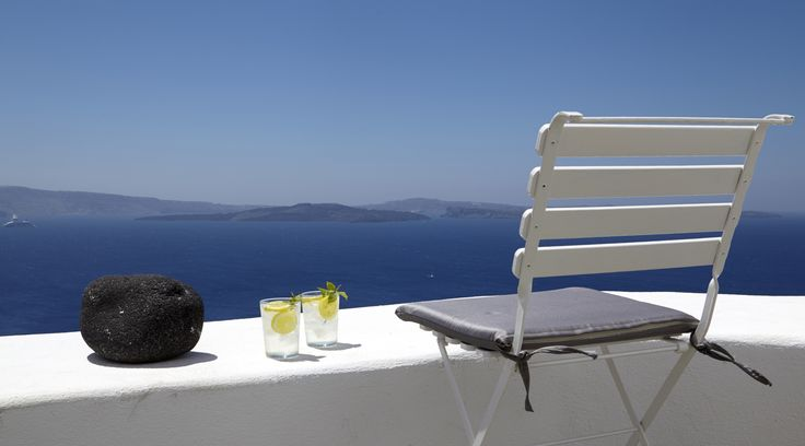 Spacious terrace with a relaxing heated Jacuzzi Perfectly situated for panoramic and romantic views of Santorini's Caldera