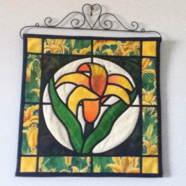 quilted tiger lily wall hanging   u0026quot stained glass u0026quot  effect