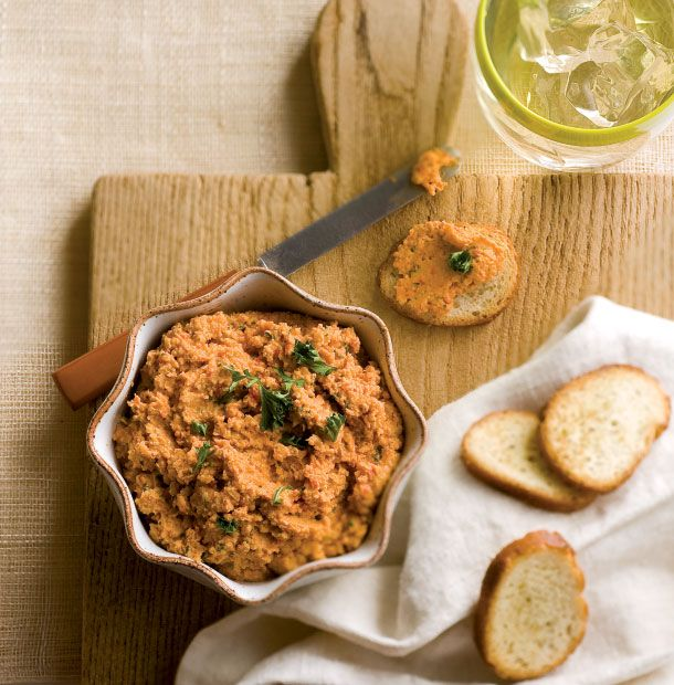 Football season is here and we're dishing up some prime time snacks to wow the fans! Give this smoky New Mexican Chipotle Hummus recipe a try!