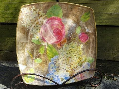 This craft tutorial will show you how to create a cute decoupaged jar vase. For more free craft tutorials, go to my website: http://www.BBBellezza.com