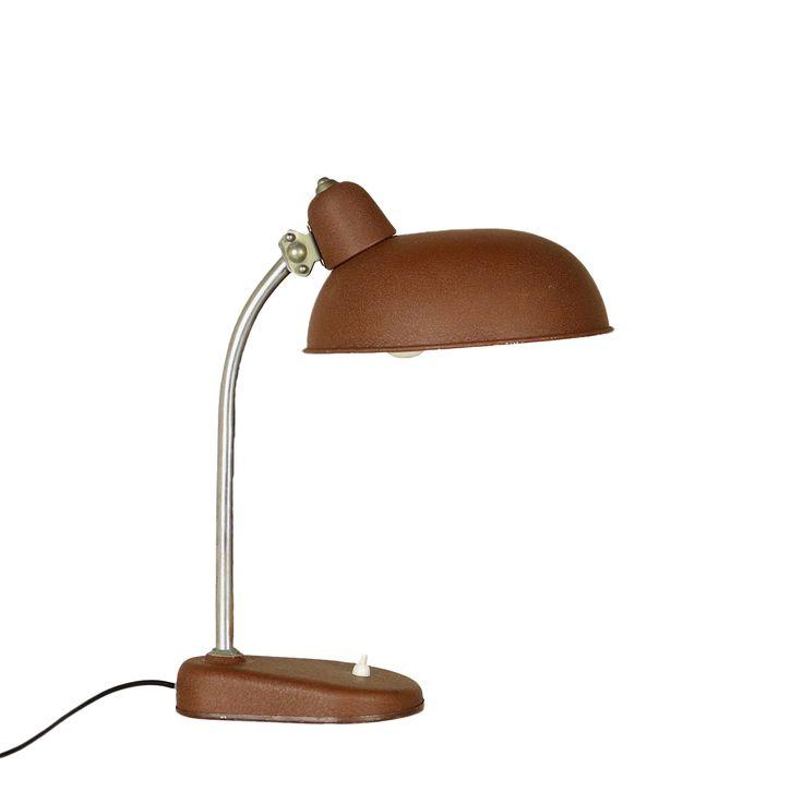 Lampada anni 50 da tavolo; alluminio, ottone.