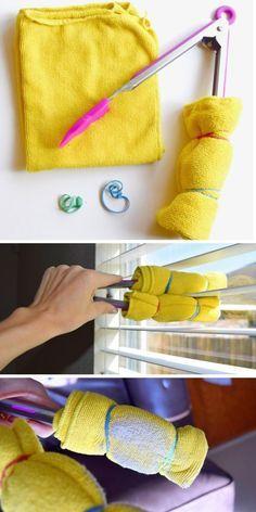 Pinzas de cocina con dos toallas para limpiar las persianas