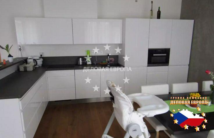 Квартиры / 4-комн. / 4+1, Прага, Olgy Havlové, 377 700 € http://portal-eu.ru/kvartiry/4-komn/4+1/realty114/  Продажа квартиры 4+1, 120 кв.м., Прага 3 – Žižkov.Предлагаем на продажу элитную квартиру планировки 4+1, площадью 120 кв.м., расположенную на последнем 4-ом этаже новостройки в районе Прага 3- Žižkov. Квартира имеет 5 балконов, 2 ванные комнаты, гостиную, отдельную кухню, 2 детские комнаты, спальню, гардеробную. Квартира меблирована современной мебелью от фирмы Sykora и бытовой…