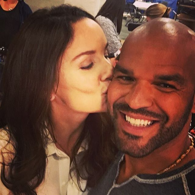 Pin for Later: These Behind-the-Scenes Photos Will Get You Super Pumped About the Prison Break Reboot  Sarah Wayne Callies (Dr. Sara Tancredi) planted a kiss on Nolasco's cheek.