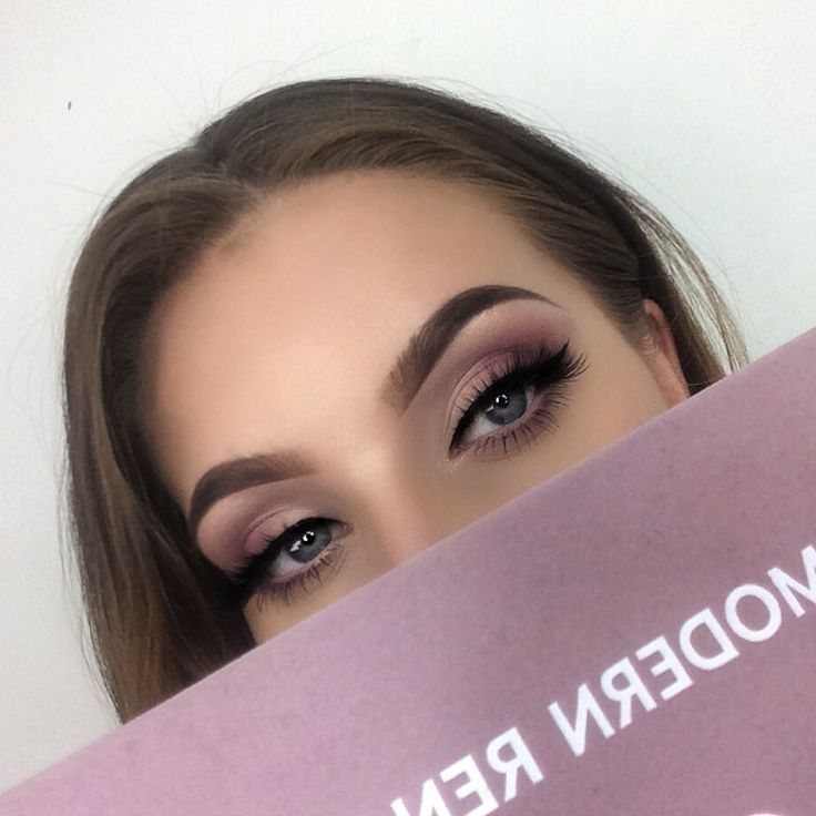 ✨ Using the ABH Modern Renaissance palette to create this look ✨