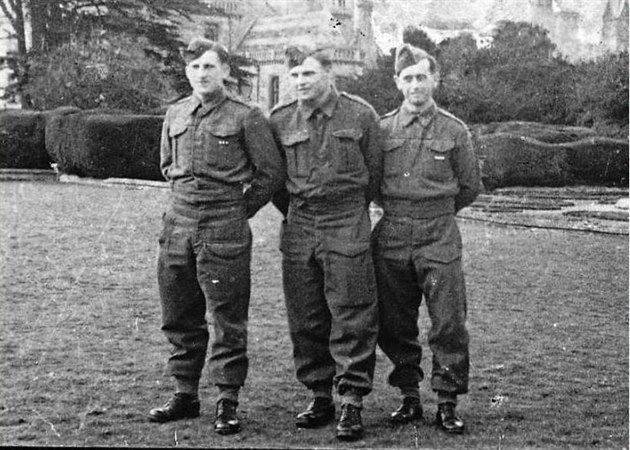 Walton Hall, March 1941. Josef Valčík (in the middle)
