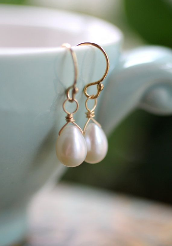 Freshwater Pearl Earrings, Gold Pearl Earrings, Dainty Teardrop Pearl Earrings…                                                                                                                                                                                 Más