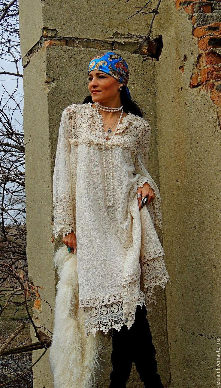 Платье - ода женственности, достойно выбора самой взыскательной БоХини, а материалы - восхищения! Для пошива данной модели использованы потрясающей красоты гипюр (плотная вышивка хлопком по сетке) и хлопковые кружев выполненное в разных техниках. Благородная цветовая гамма придает платью налет винтажности. Совершенно универсальный крой подходит для любого типа фигуры.