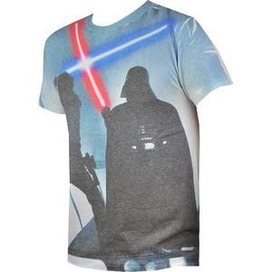 Esti fan Star Wars? Marc Ecko a creat o intreaga colectie special pentru tine. Imbinand confortul si lejeritatea hainelor Ecko cu imprimeuri ce reprezinta scene din film, acest tricou nu poate fi altfel decat perfect.