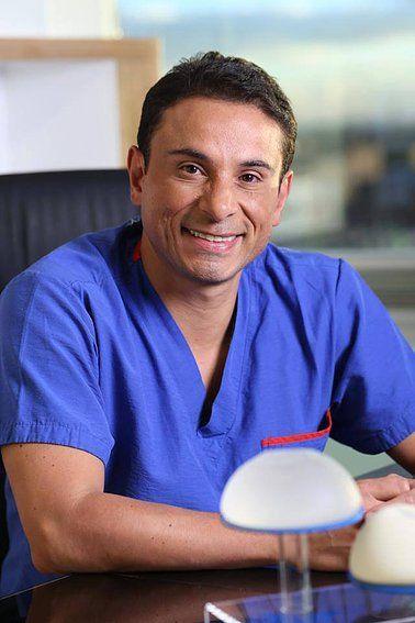 Dario Juris Medico Cirujano Plastico Colombiano, localizado en la ciudad de Bogota, uno de los mejores cirujanos del país