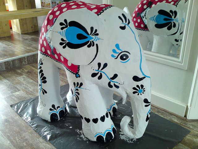 How to build an elephant in 5 easy steps. This is pretty cool. Via Lollyman from Flickr.