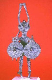 #Sardinia Jones: misteri in terra sarda!    La Sardegna è una terra avvolta nel mistero. Secondo una recente teoria avanzata dal giornalista sardo Sergio Frau nel libro Le colonne d'Ercole: le colonne di cui parla Platone sarebbero da collocare nel canale di Sicilia, dunque l'isola di Atlantide sarebbe in realtà la Sardegna. Coloro che edificarono i nuraghi sarebbero il misterioso popolo degli Shardana dai quali la Sardegna prende il nome.    #atlantide, #misteri #stonehenge  #ziqqurat