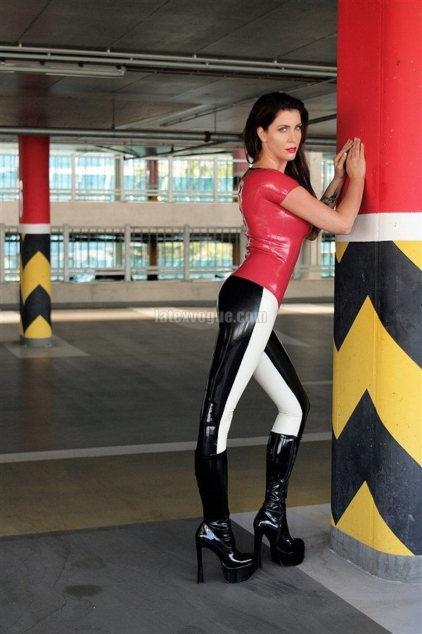 Two colored leggings taken by MALKISS photography :) Model: Andrea  More at: http://www.latexvogue.com/