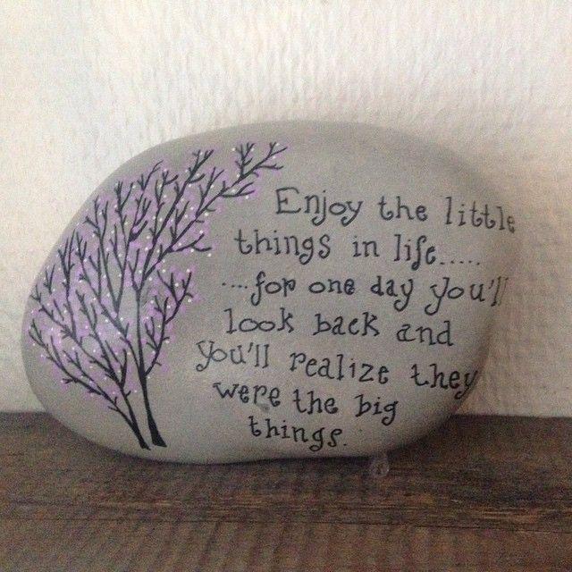 Et lille citat...måske stof til eftertanke  #citater #ro #rocks #rockdrawing #paint #paintedrocks #paintedstones #artstones #afslapning #loveit #lykke #handmade #happiness #malerstenfrastranden #miesteen #maledesten #a