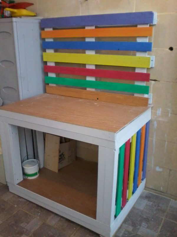 Cheery Pallet Potting / Craft Table Needed something to help with potting plants without having to bend for long periods.