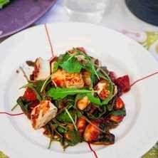 Gnocchi med grönsaksfräs i tomatsås med knaprig halloumi