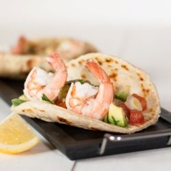 Fresh, light and spicy tacos. With homemade tortillas, shrimp and guacamole.