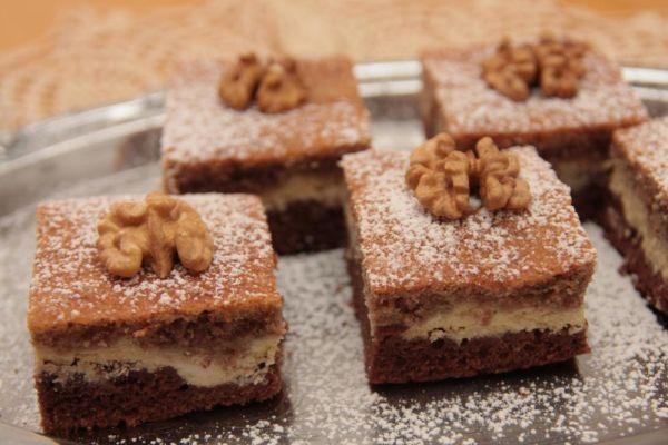 Tvarohovo orechový koláč - Recept pre každého kuchára, množstvo receptov pre pečenie a varenie. Recepty pre chutný život. Slovenské jedlá a medzinárodná kuchyňa
