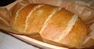 Ropogós házi fehér kenyér Pataki tálban