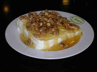 Η στάνη, Ζαχαροπλαστείο με παραδοσιακο γιαούρτι κομμένο σε κομματι σαν φέτα