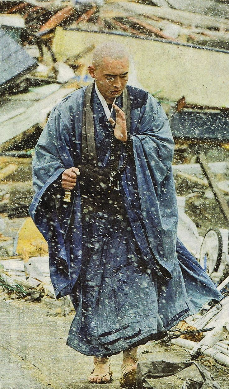 Japanese monk prays for victims of tsunami