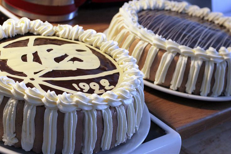 Pitsiniekka | Chocolate & Cream Cake with a Logo