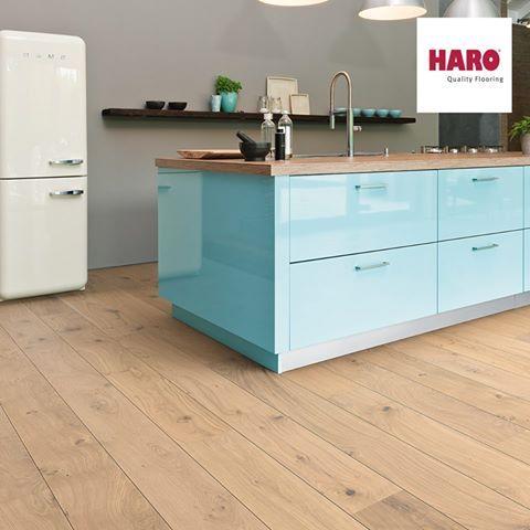 Haro faparketta    Világos, egyszerű és egyben elegáns. A Parquet Plank 1-Strip Oak White Universal tökéletesen beleillik a bebútorozott stílusos konyhába. Ti mit gondoltok? :)     www.dreamfloor.hu    #faparketta #haro #construma
