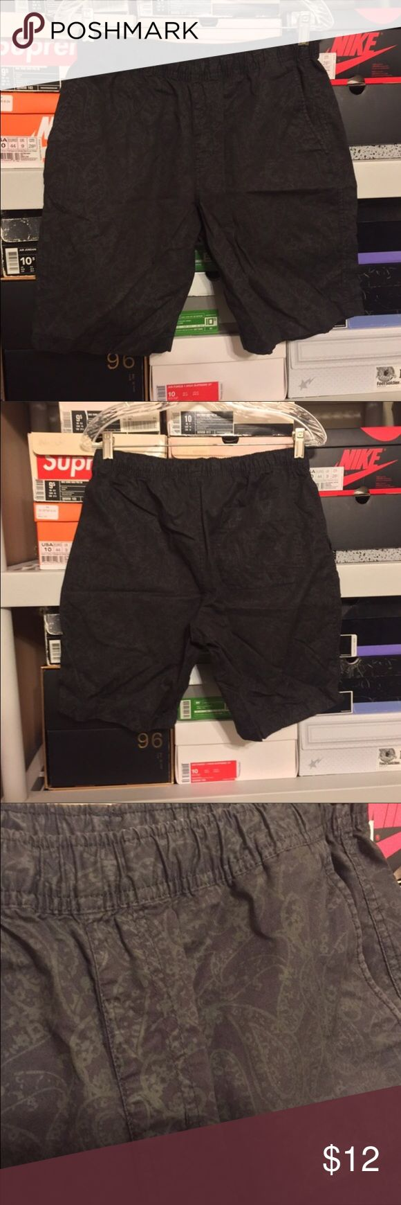 Mens Uniqlo Black Paisley Adjustable Shorts size M Men's Uniqlo black paisley adjustable pull up shorts    These shorts are preowned but in good condition just has slight fading and wrinkles from storage!  Size Medium (30-33) Uniqlo Shorts