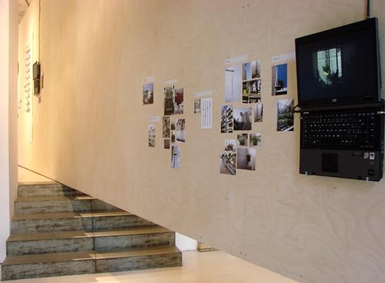 """Ścianka multimdialna typu """"tanie grzanie"""" Architekturforum Aedes"""