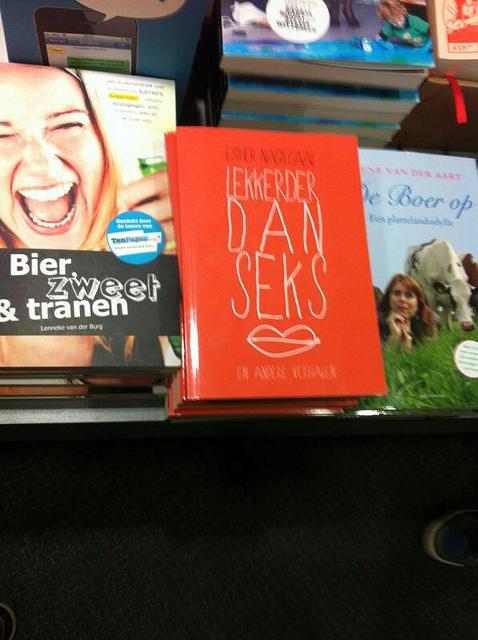 'Lekkerder dan seks' bij Selexyz/Gianotten in Tilburg, via Flickr.