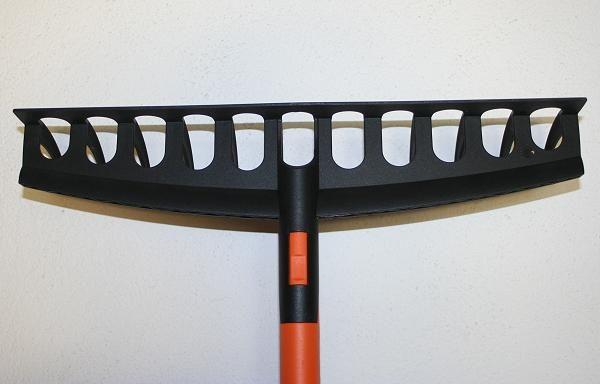 Quali rastrelli e scope scegliere per il giardinaggio http://www.giardinaggionline.net/350/scopa-rastrello-giardino.htm
