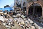 Serangan bom tewaskan 8 tentara Yaman di Zinjibar  YAMAN (Arrahmah.com)  Delapan tentara Yaman tewas dalam serangan pengeboman terhadap sebuah kamp militer di kota selatan Yaman Zinjibar saat fajar pada Jumat (24/2/2017) ungkap seorang pejabat lokal dan warga setempat.  Pengebom yang mengenakan seragam militer mengendarai mobil yang kemudian meledak di pintu masuk kamp. Sepuluh orang lainnya dilaporkan luka-luka lansir MEMO.  Yaman telah terlibat dalam perang sejak Maret 2015 antara…
