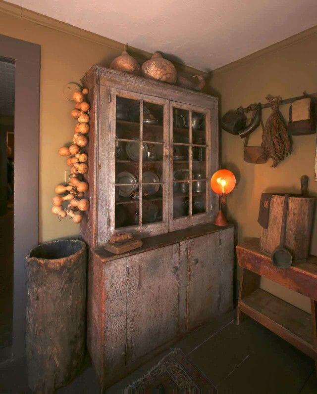Prim cupboard