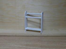 MATERIALES:   -Un depresor de madera de 1'5 cm de ancho  -Un palillo para pinchitos  -Pegamento de cianocrilato  -Cutter  -Pincel  -Pin...