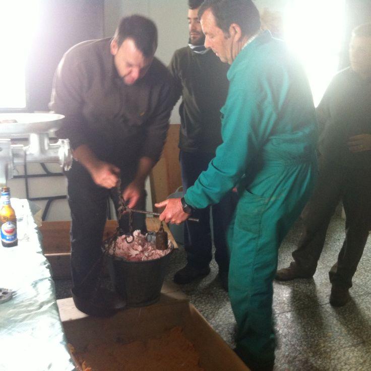 La 'matanza' part 3: het mengsel voor de worsten wordt bereid | ©Else Beekman