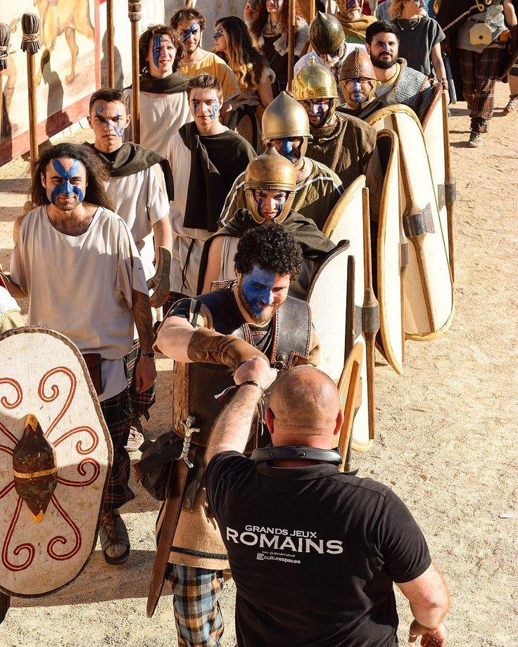 C'est reparti mon kiki !! Aujourd'hui je vais aller faire un tour au marché des producteurs avant d'aller voir le spectacle à 15h30  .  Les Grands Jeux Romains  Spectacle Historique . Nîmes (30)  #pintadeNimes #grandsjeuxromains  ____________________ #grandsjeuxromains #GJR17 #nimes #arenesdenimes #gard #citytripnimes #occitanie #travel #voyage #blogtravel #travelblog #blogtrip #pintademontpellier