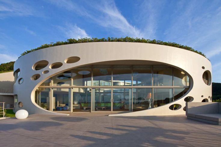 Circular residence Villa Ronde with a private museum on a rocky coast by the sea in Japan: Dreams Home, Contemporary House, Interiors Design, Ciel Rouge, Green Roof, Smart Design, House Architecture, Villas Rond, Round House