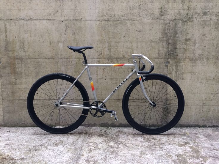 Peugeot frame 1985 8bar wheels from berlin Crabcycles Lucerne  Love ma bike