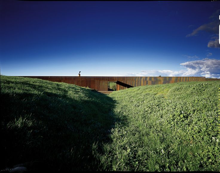 Built by Sean Godsell in Glenburn, Australia with date 2007. Images by Earl Carter. Glenburn is approximately 1.5 hours drive north east of Melbourne in the rolling foothills of the Yarra Valley. The s...